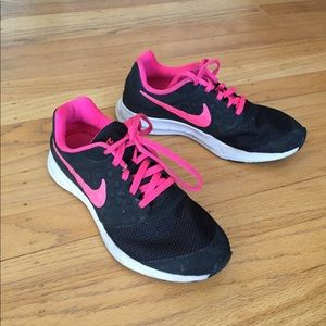 Nike Downshifter 7 sz 4.5 Black pink shoes nice